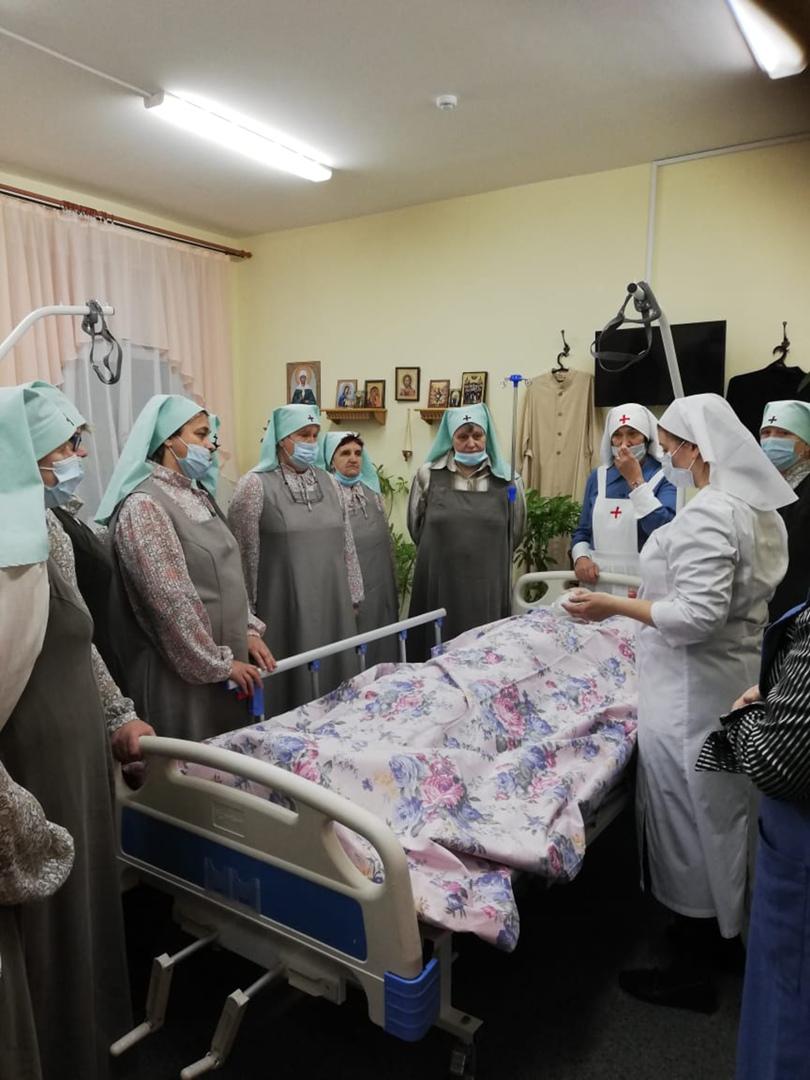 Практические занятия по уходу в Псковской епархии