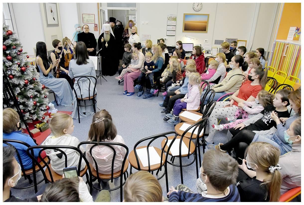 Митрополит Санкт-Петербургский и Ладожский Варсонофий в детской больнице №2 святой Марии Магдалины Санкт-Петербурга