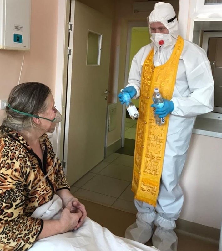 Священники Пензенской епархии передают крещенскую воду пациентам СOVID-госпиталей