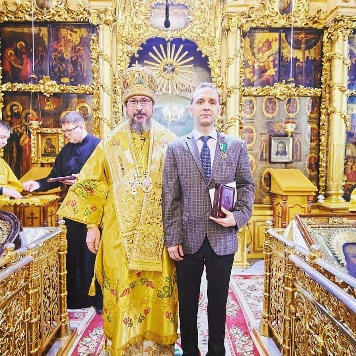 Митрополит Чебоксарский и Чувашский Савватий вручает Патриаршие награды врачам в Чебоксарах