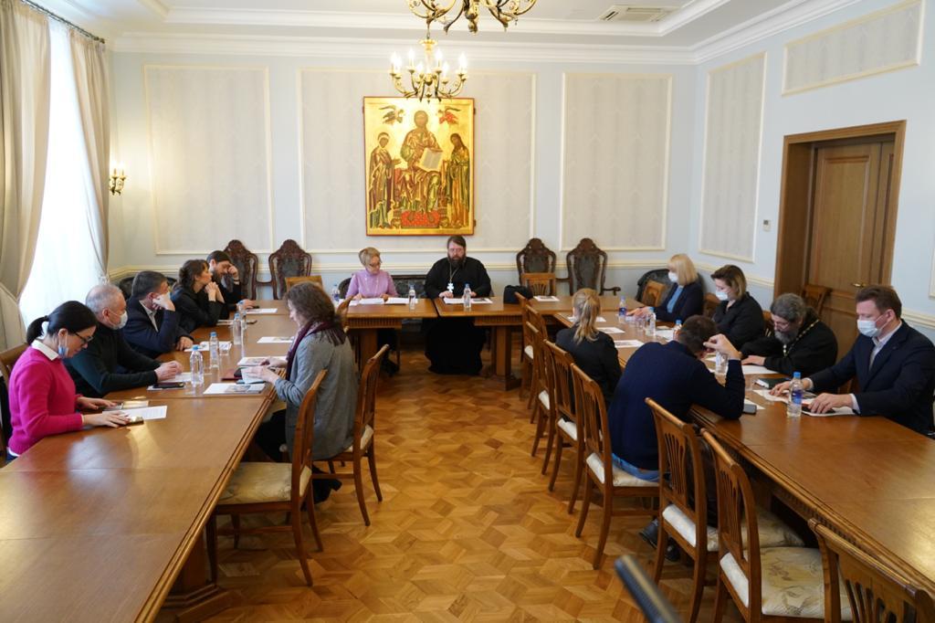 Участники заседания рабочей группы по взаимодействию в сфере больничного служения между Синодальным отделом по благотворительности и Департаментом здравоохранения Москвы