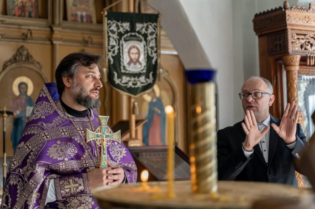 Божественная литургия для глухих и слабослышащих людей в Успенском мужском монастыре Новомосковска