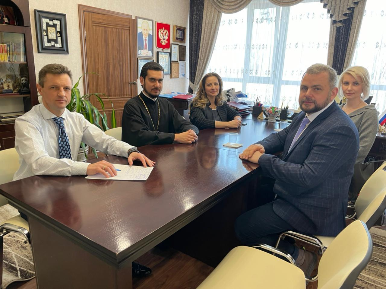 Встреча директора и главного врача Больницы Святителя Алексия Алексея Зарова в Минздраве Республики Крым
