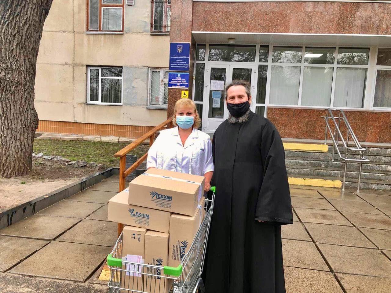 Черкасская епархия передает противопростудные лекарства больницам города Черкассы