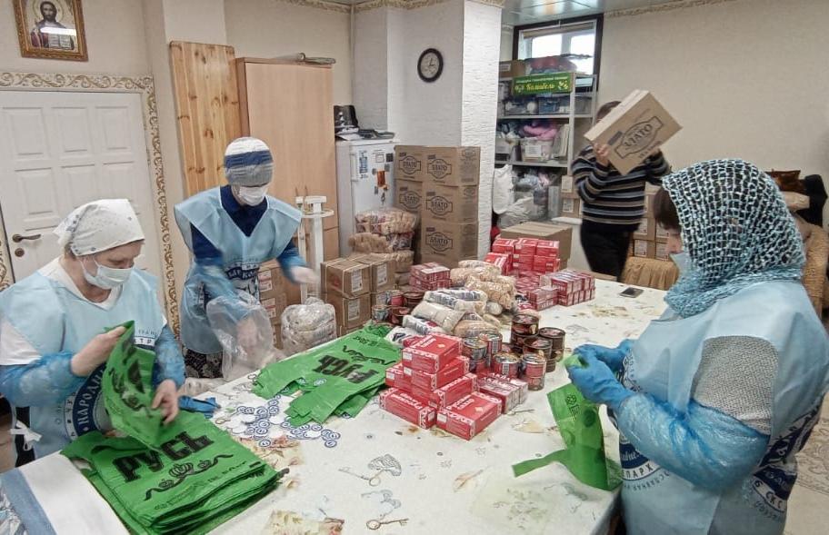 Фасовка продуктовой помощи для нуждающихся в Чебоксарской епархии