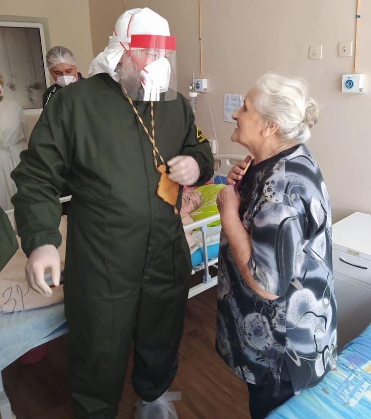 Епископ Шахтинский и Миллеровский Симон в COVID-госпитале Каменска-Шахтинского