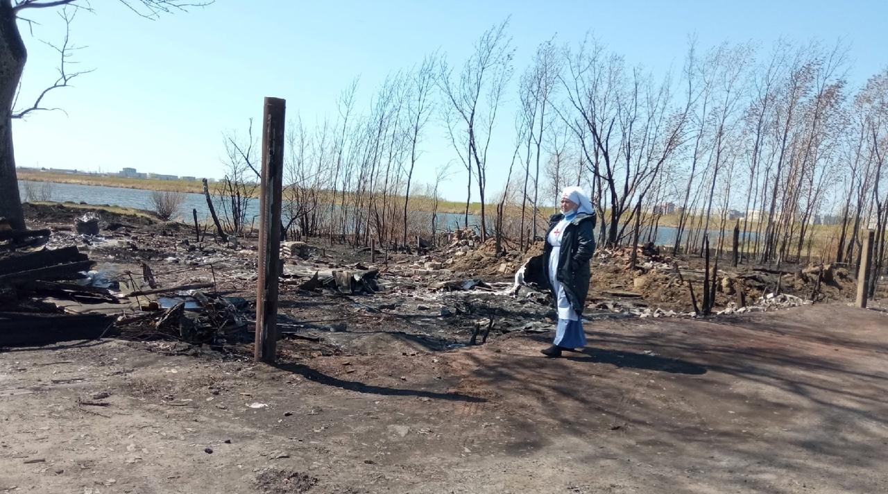 Сестры милосердия Курганской епархии на месте пожара