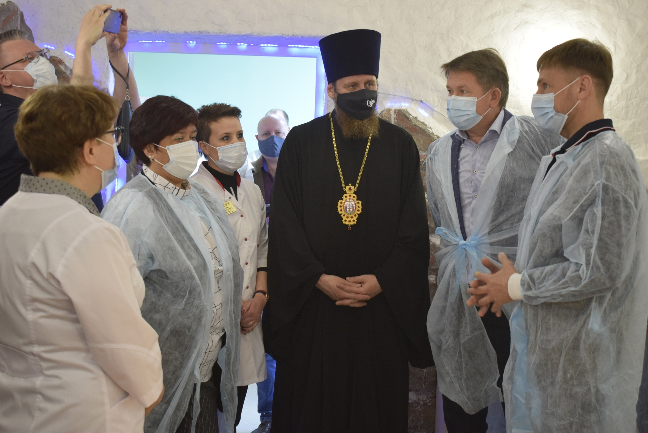 Секретарь Златоустовского епархиального управления протоиерей Дионисий Абрамов на открытии соляной комнаты