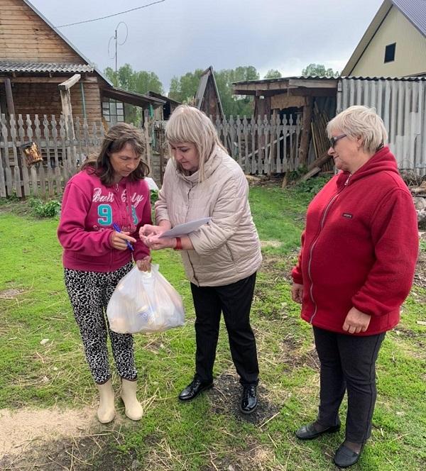 Передача гуманитарной помощи нуждающимся семьям в Новосибирской епархии