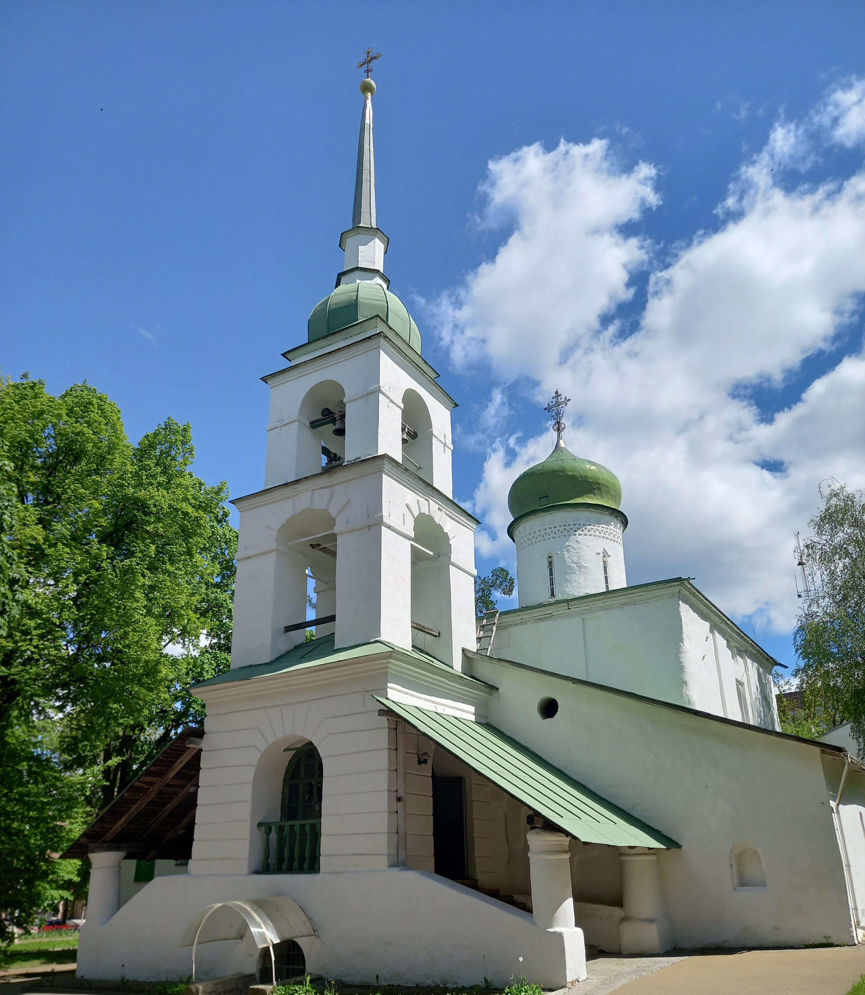 Храме в честь великомученицы Анастасии Узорешительницы Пскова