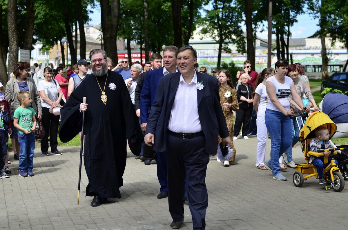 Епископ Рославльский и Десногорский Мелетий на благотворительном празднике «Белый цветок»