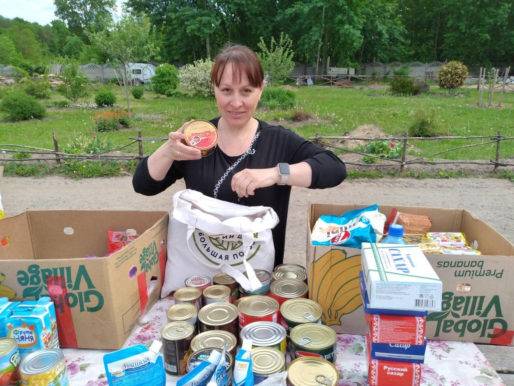 Фасовка продуктовой помощи для нуждающихся в Тверской епархии