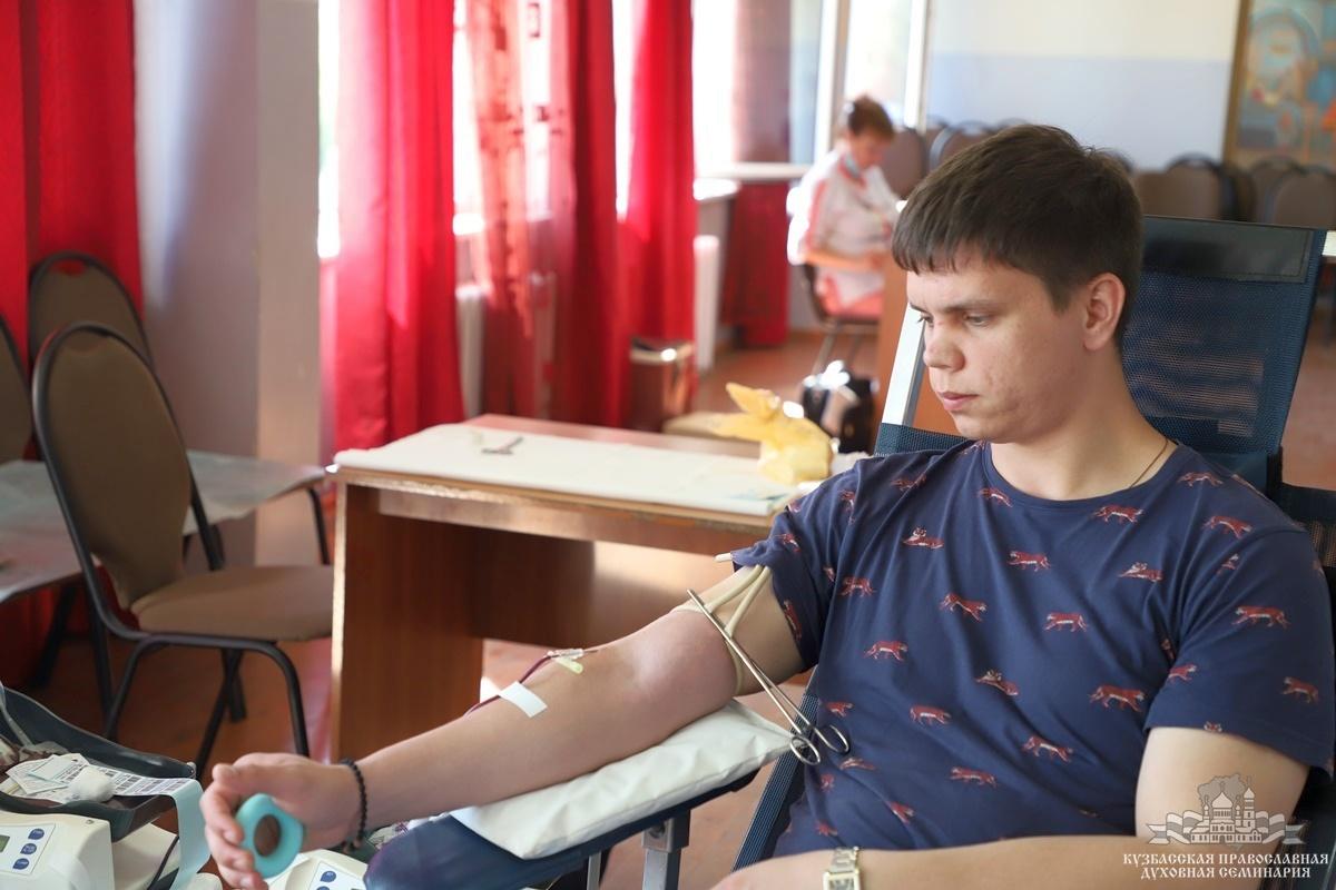 Сдача крови в Кузбасской духовной семинарии