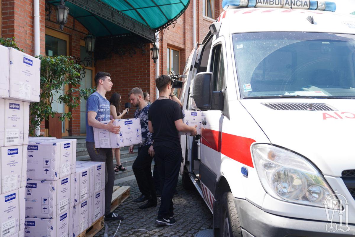 Синодальный отдел Украинской Православной Церкви по социально-гуманитарным вопросам передает медикам антибиотики