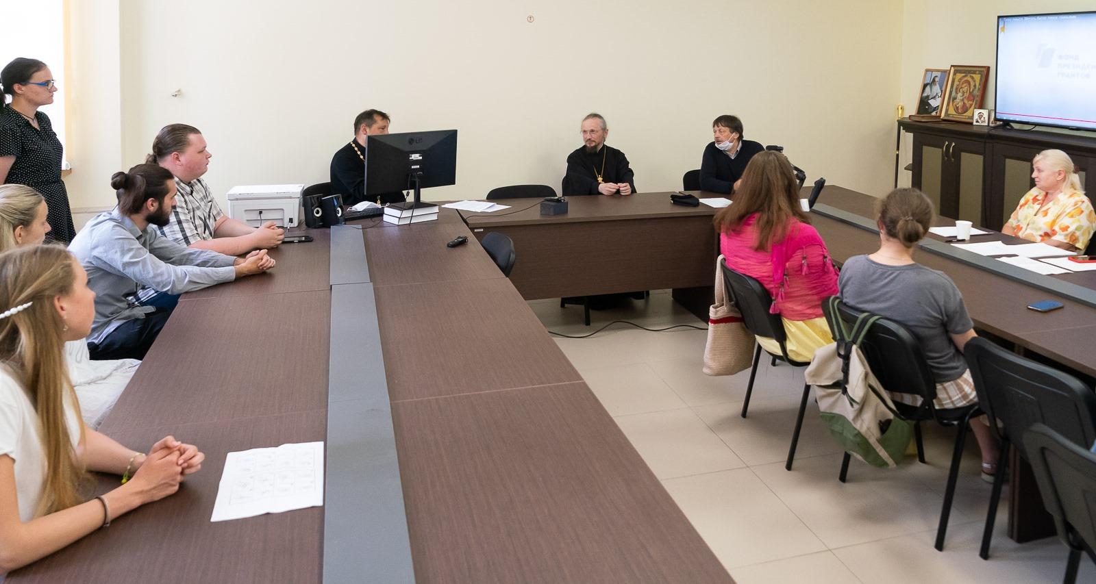 Митрополит Минский и Заславский Вениамин на встрече с волонтерами по коммуникации с глухими и слабослышащими людьми на приходах