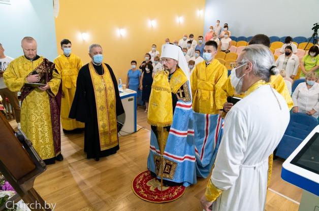 Патриарший экзарх всея Беларуси митрополит Минский и Заславский Вениамин совершает молебен в центре детской онкологии в Боровлянах