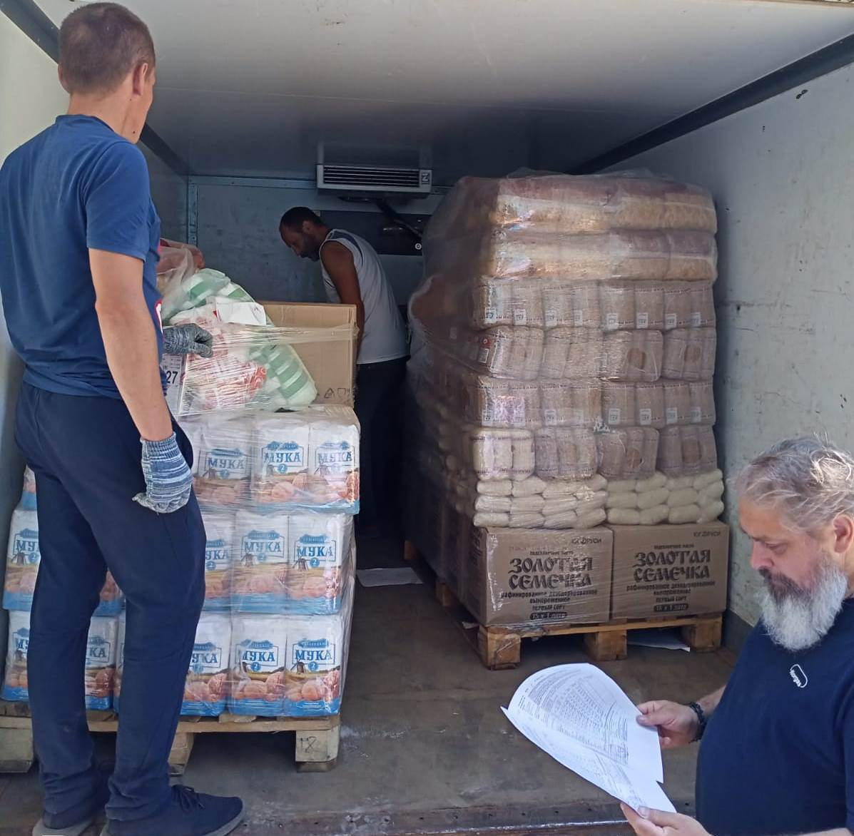Доставка продуктов для нуждающихся Великолукской епархии на склад