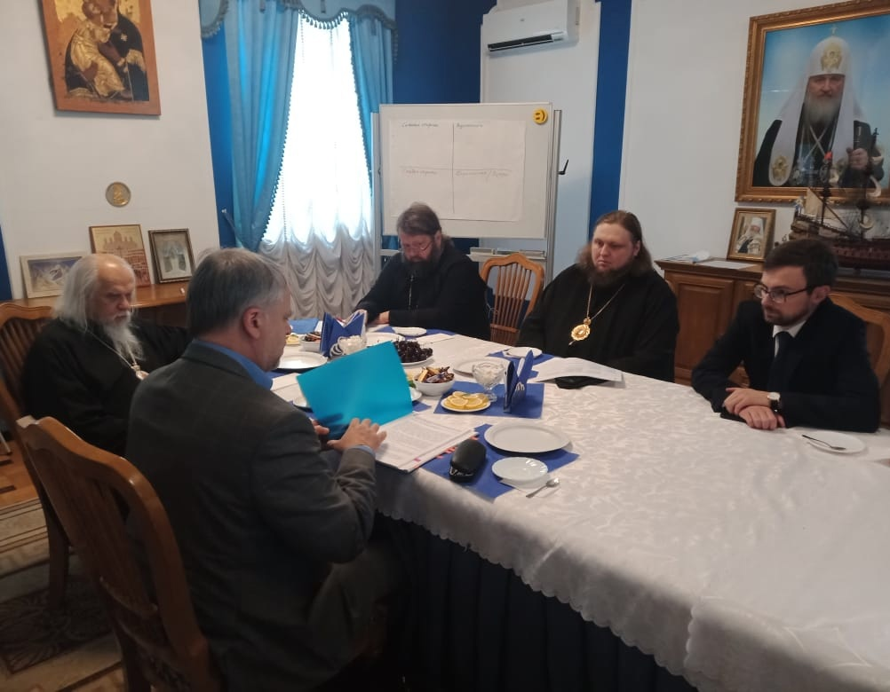 Участники встречи по вопросам биоэтики в Синодальном отделе по благотворительности