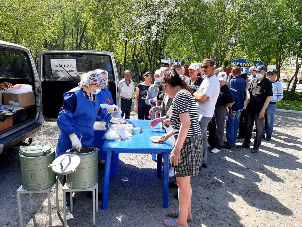 Волонтеры Курганской епархии раздают горячие обеды нуждающимся