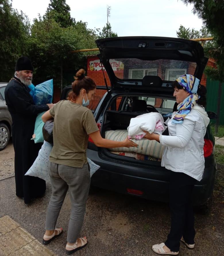 Гуманитарная помощь для пострадавших от циклона в Новороссийской епархии