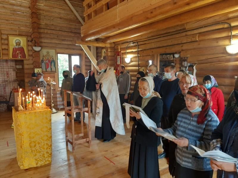 Заупокойное богослужение в храме в честь святителя Николая Чудотворца Паланы