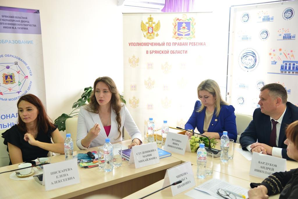 Руководитель направления защиты материнства Синодального отдела по благотворительности Мария Студеникина принимает участие в круглом столе в Брянске