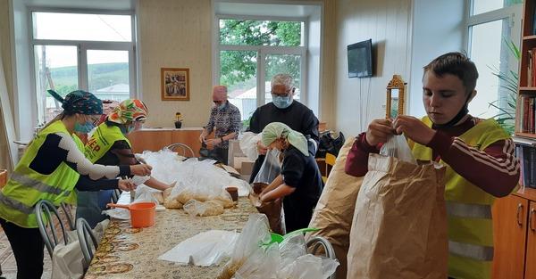 Формирование продуктовых наборов для нуждающихся в Бийской епархии