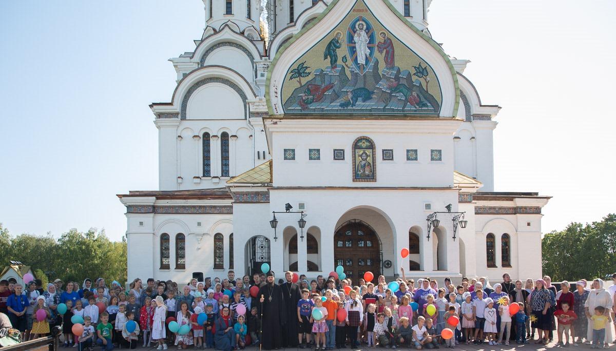 Вручение канцелярских принадлежностей детям из нуждающихся семей в Тольяттинской епархии