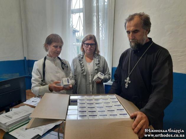 Передача лекарственных препаратов медикам в Нежинской епархии