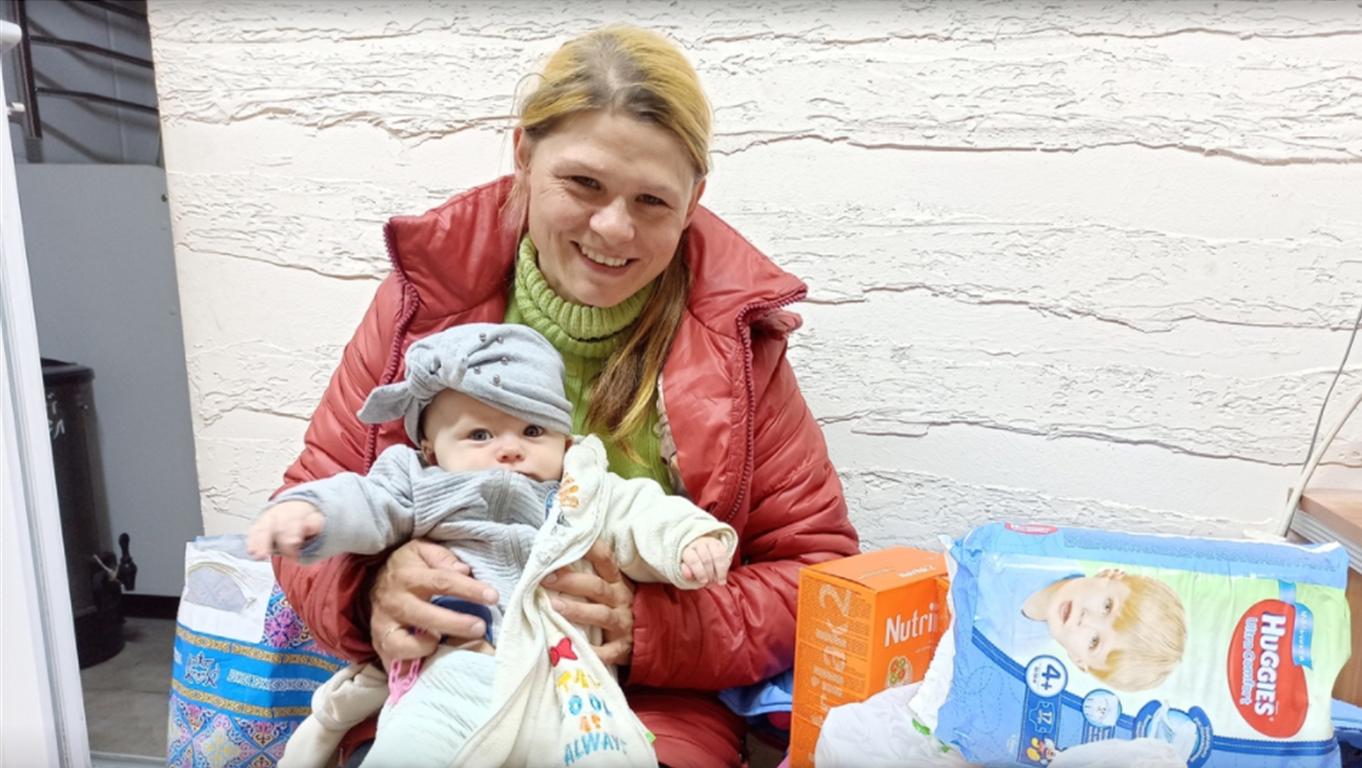 Передача помощи нуждающимся семьям в Бишкекской епархии