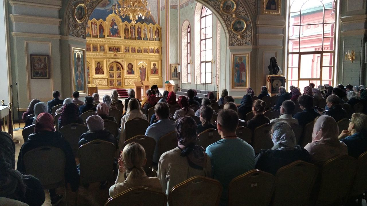 Беседа епископа Пантелеимона с добровольцами православной службы помощи «Милосердие» в Соборной палате
