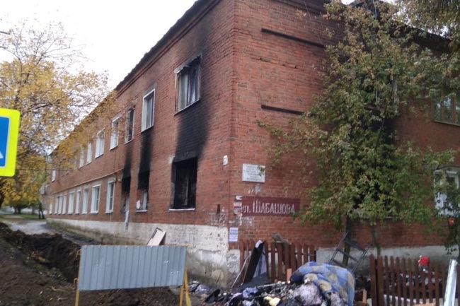 Священник оказывает помощь пострадавшим при взрыве бытового газа в Сердобске