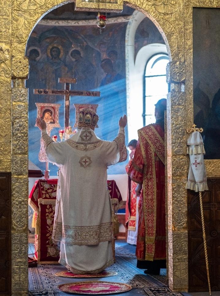 Литургия в Покровском соборе Марфо-Мариинской обители
