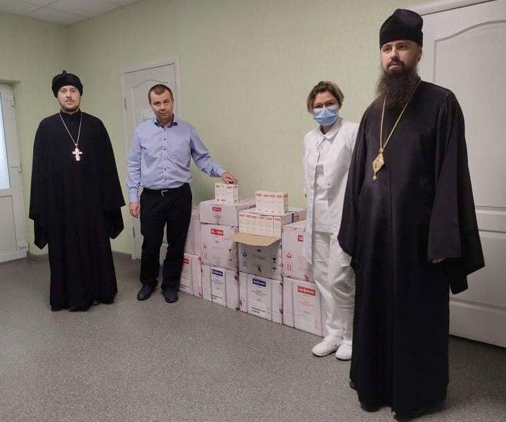 Передача помощи в Северодонецкой епархии